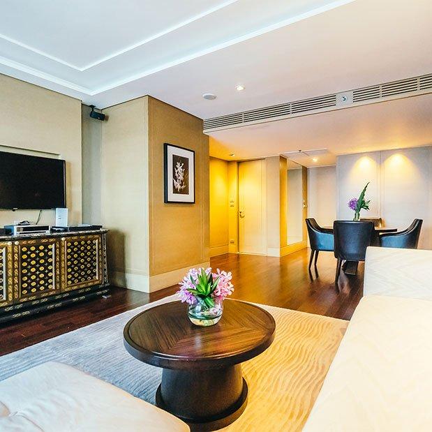 Servicii profesionale de fotografie de interior pentru diverse locații (restaurante, cafenele etc) și de turism pentru hoteluri, pensiuni, cabane etc.